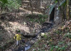 Poções às margens do Piraí e Paraíba estão sendo escoados