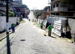 Serviços de capina, varrição, limpeza, retirada de entulhos abandonados nas vias e desentupimento de bueiros no Morro do Gama encerram nesta quinta-feira